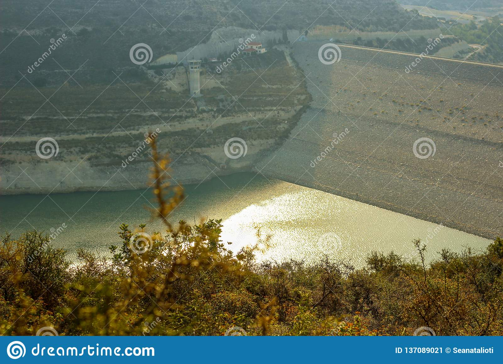 Mancanza di acqua della diga di Alassa a 25