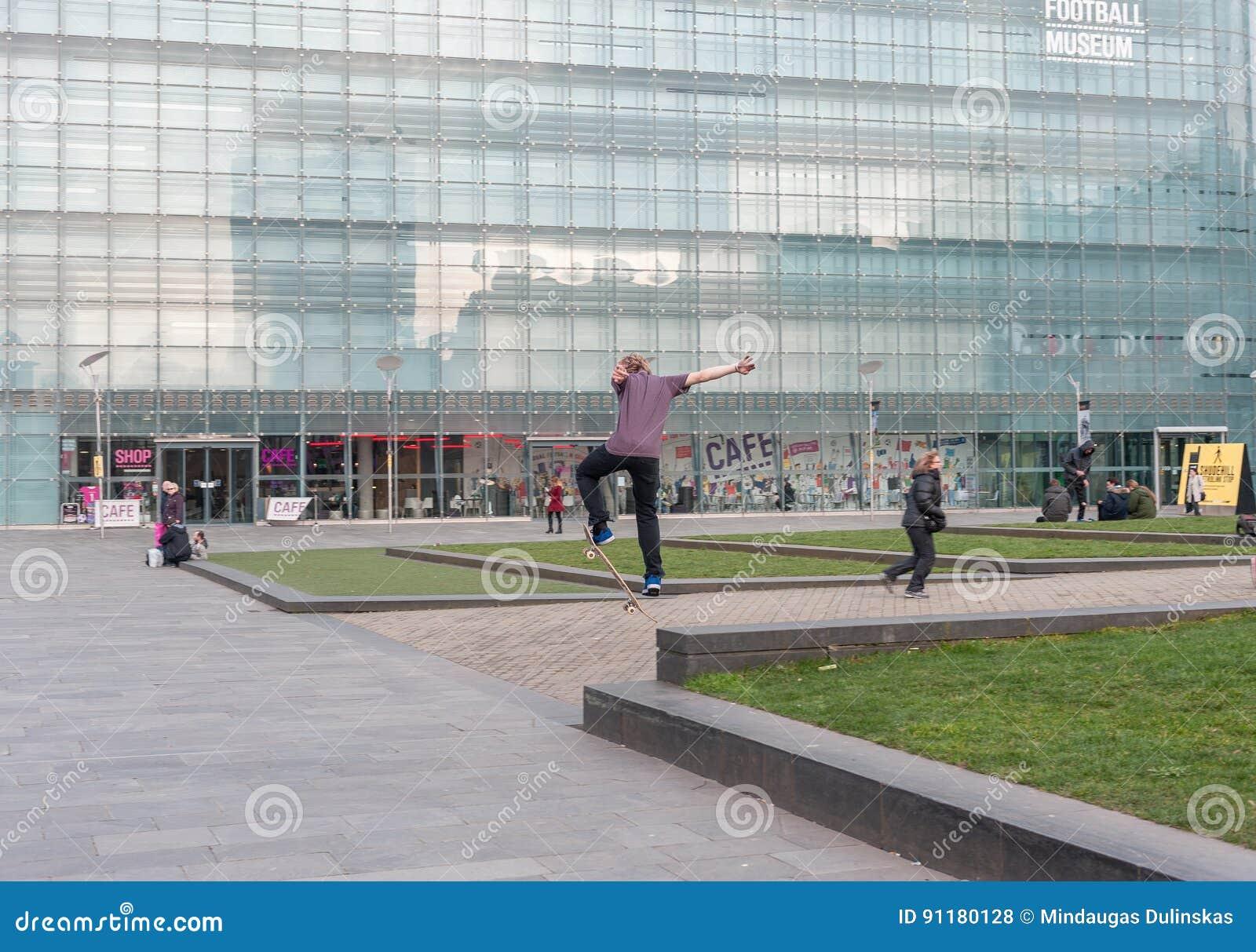 bbc24aca39 MANCHESTER, INGHILTERRA - 8 MARZO 2014: Museo nazionale di calcio nell  azione del pattino