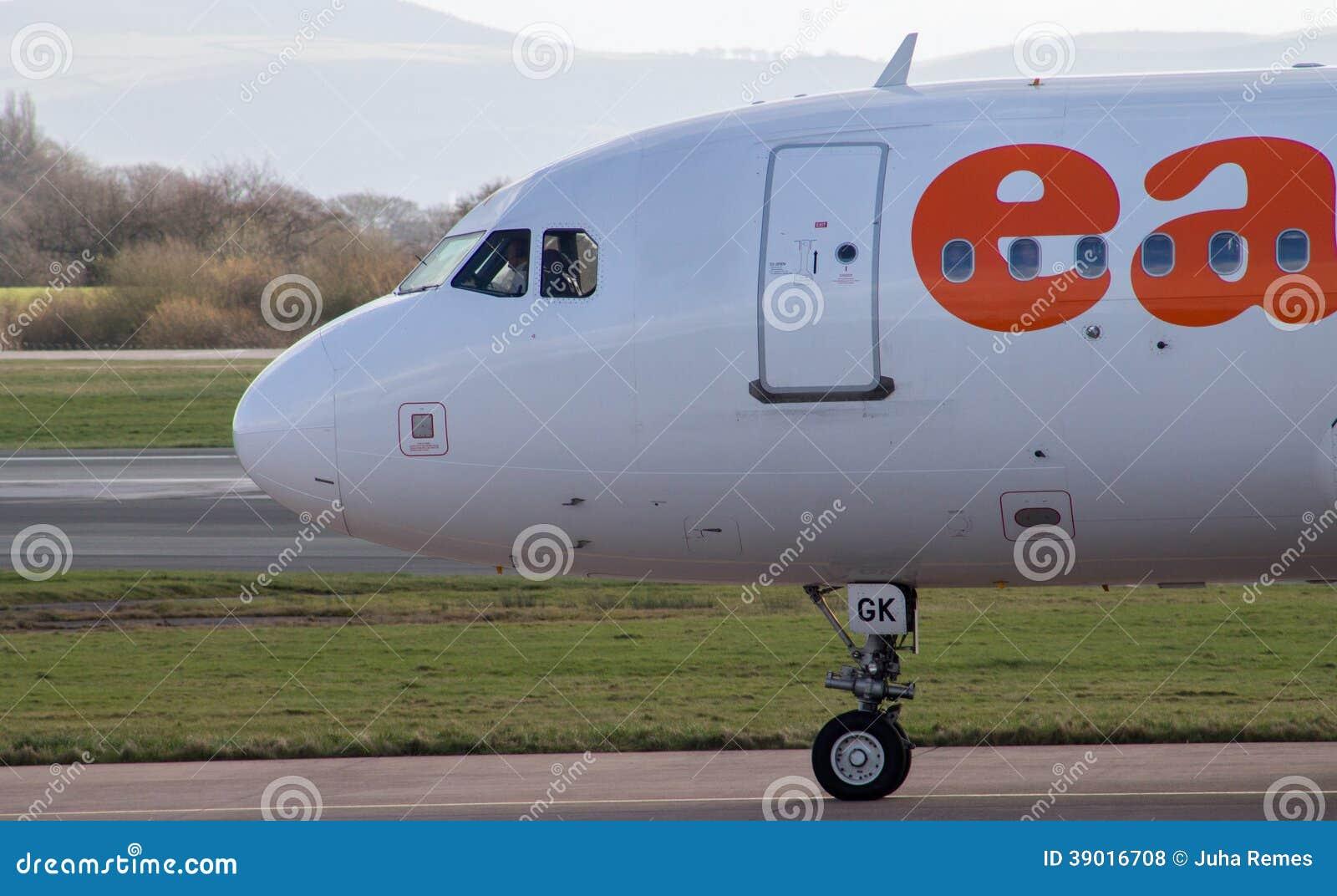 Manchester, Reino Unido - 16 de febrero de 2014: easyJet Airbus A