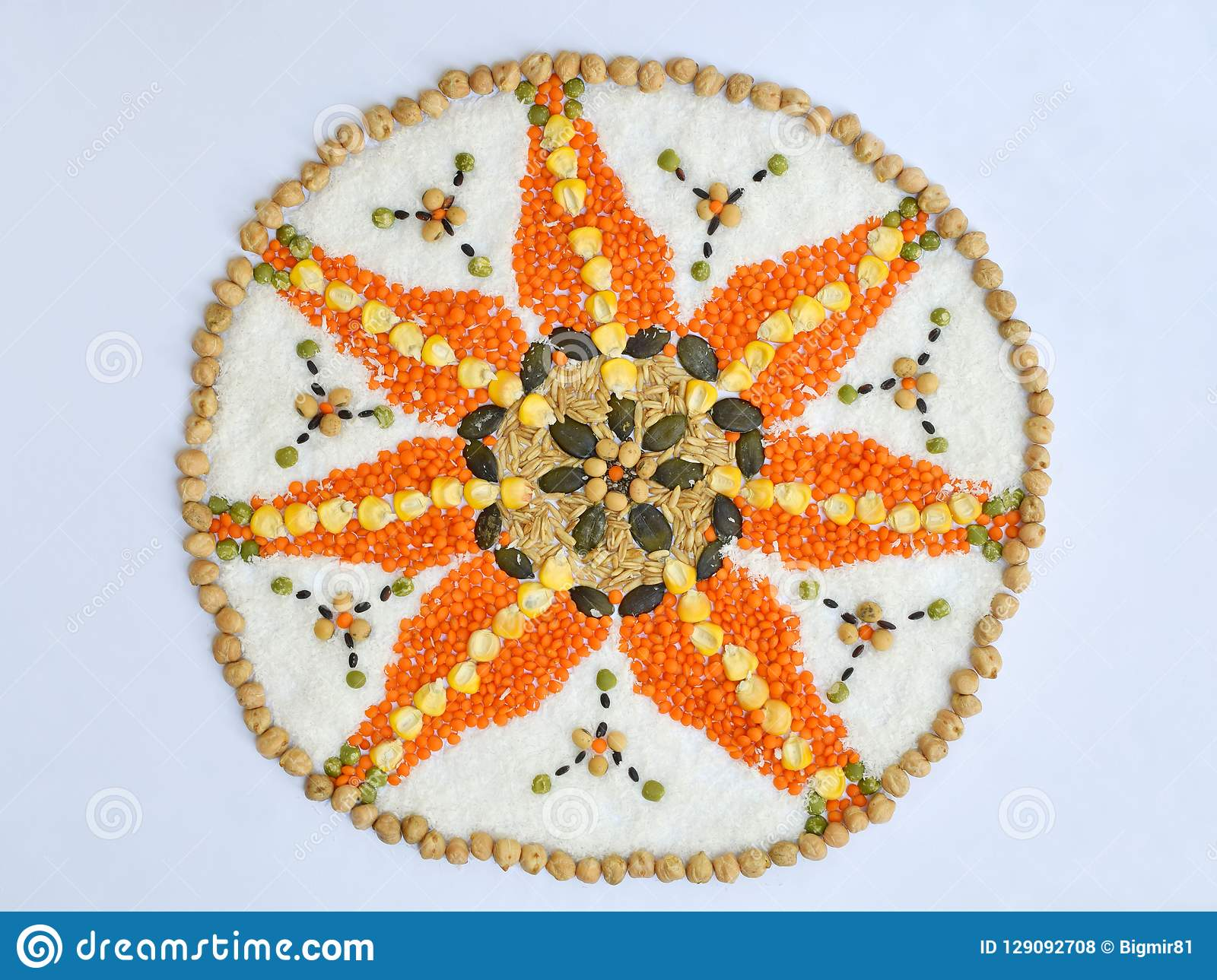Mandala zboża, adra i ziarna, Bezpłatny pojęcie Kukurudza, koks, ryż, owsy, soczewicy, soje, dyniowy ziarno zdrowa żywność
