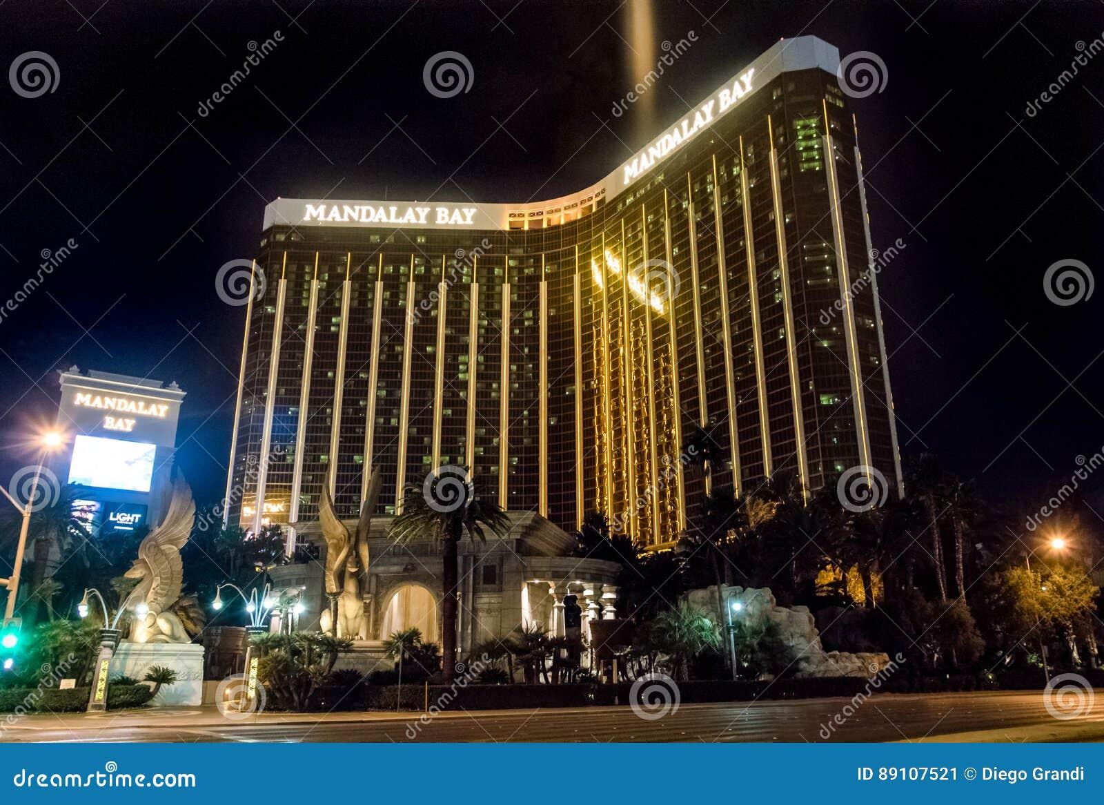 Mandalay fjärdhotell och kasino på natten - Las Vegas, Nevada, USA