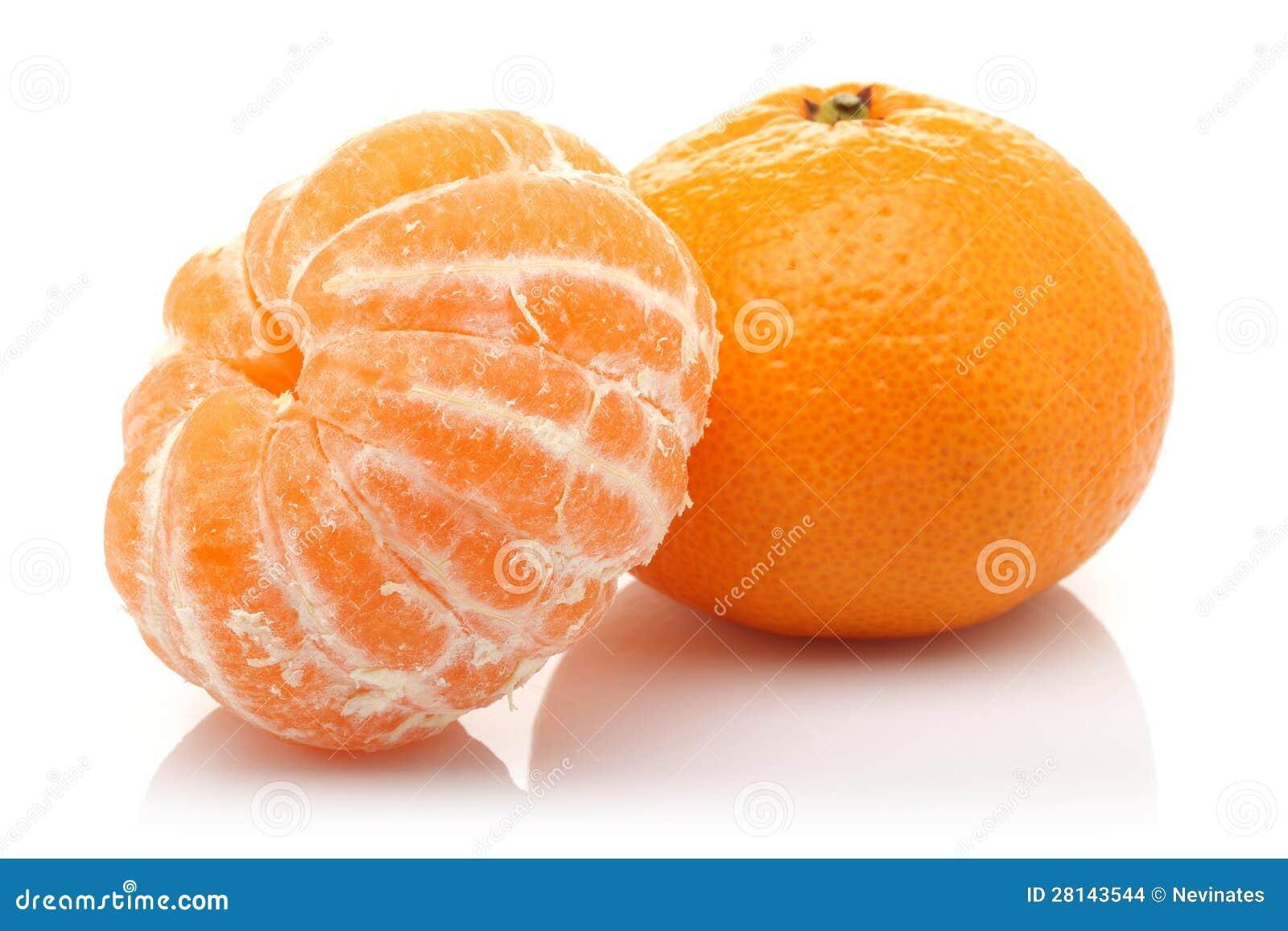 Mandarina pelada y mandarina