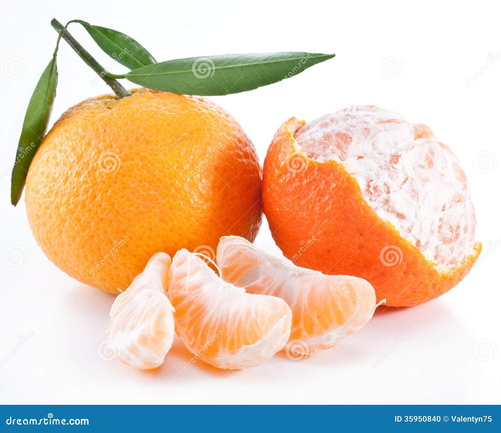 Mandarinas con las hojas.
