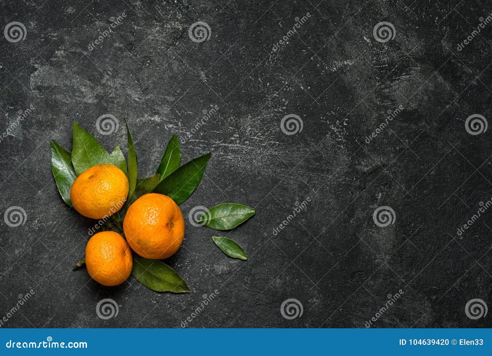 Download Mandarines stock foto. Afbeelding bestaande uit blad - 104639420