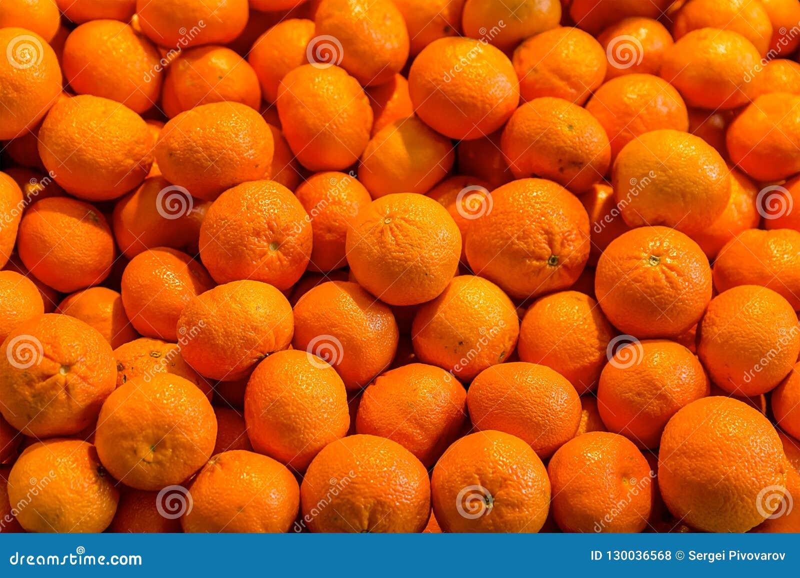Mandaryn pomarańcze soczysty jaskrawy deseniowy źródło witaminy opiera się świeżego cięć i deserów owocowej sałatki tła trzon