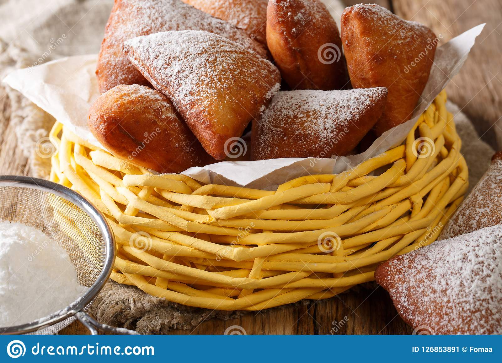 Mandazi或dabo或者南苏丹人椰子多福饼关闭