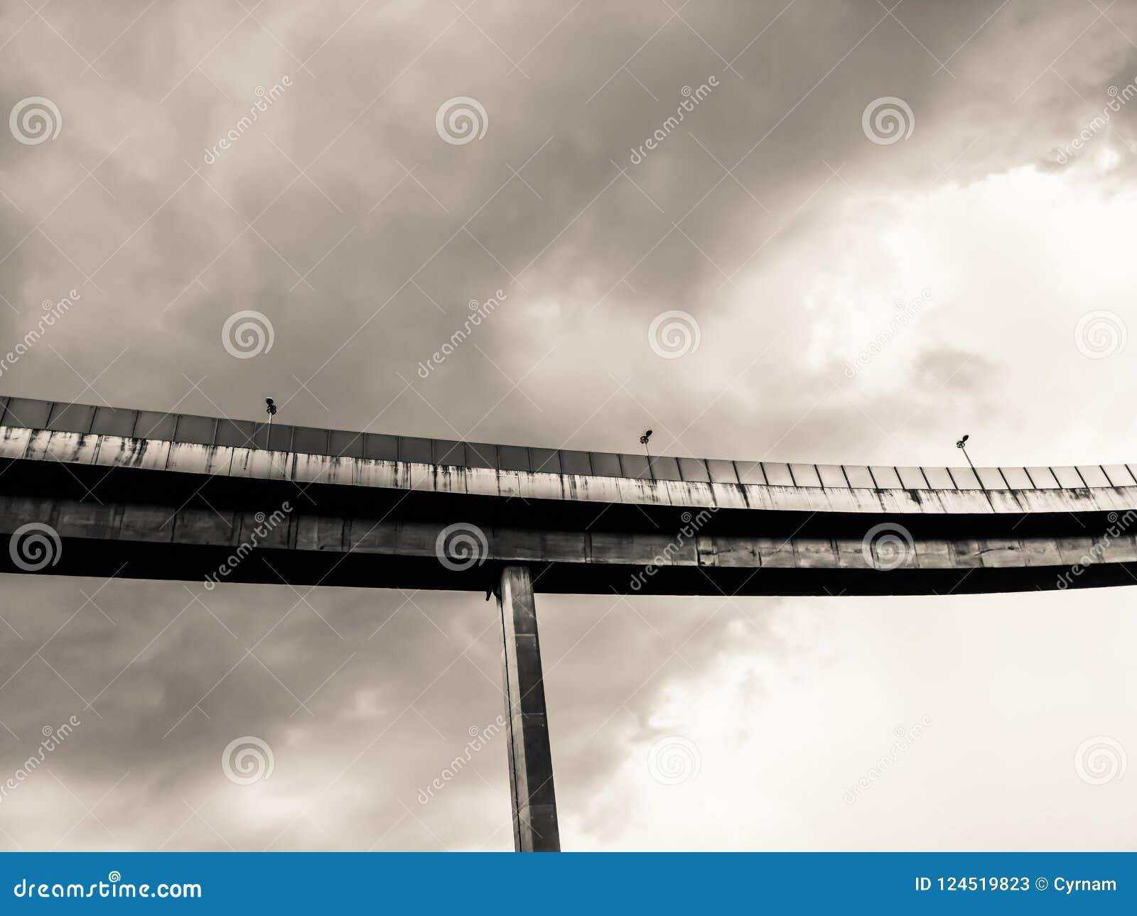 Maneira da antena e símbolo expressos da estrada do desvio da modernidade, fundo urbano futurista