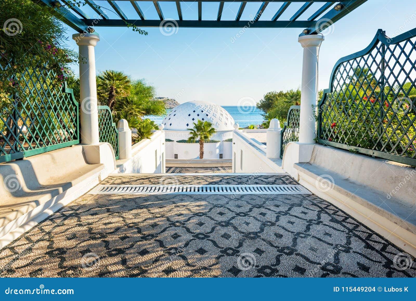Manera con la pérgola de cubrir con una cúpula en Kalithea Rodas, Grecia - mande un SMS al tra