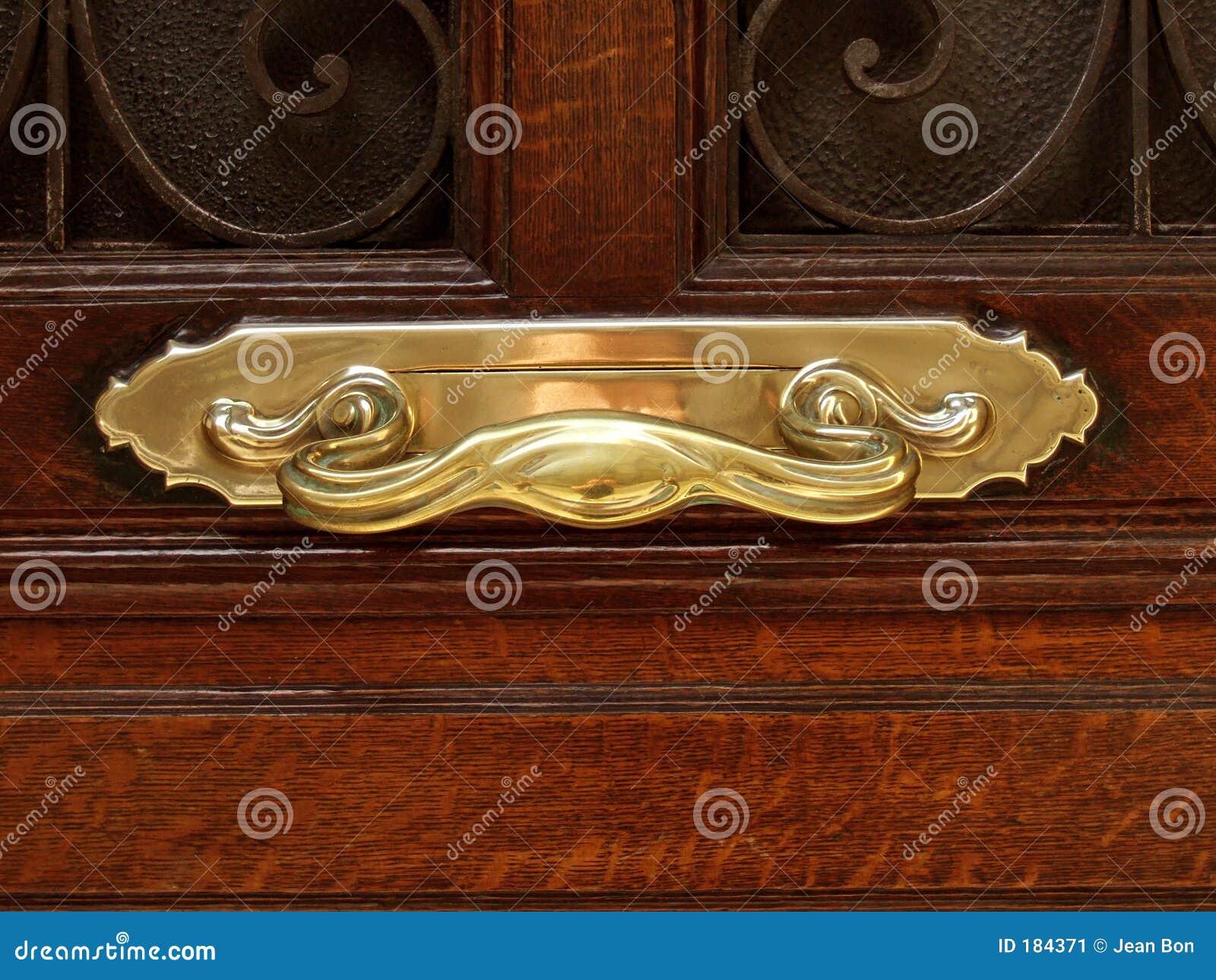 Maneta de puerta de oro