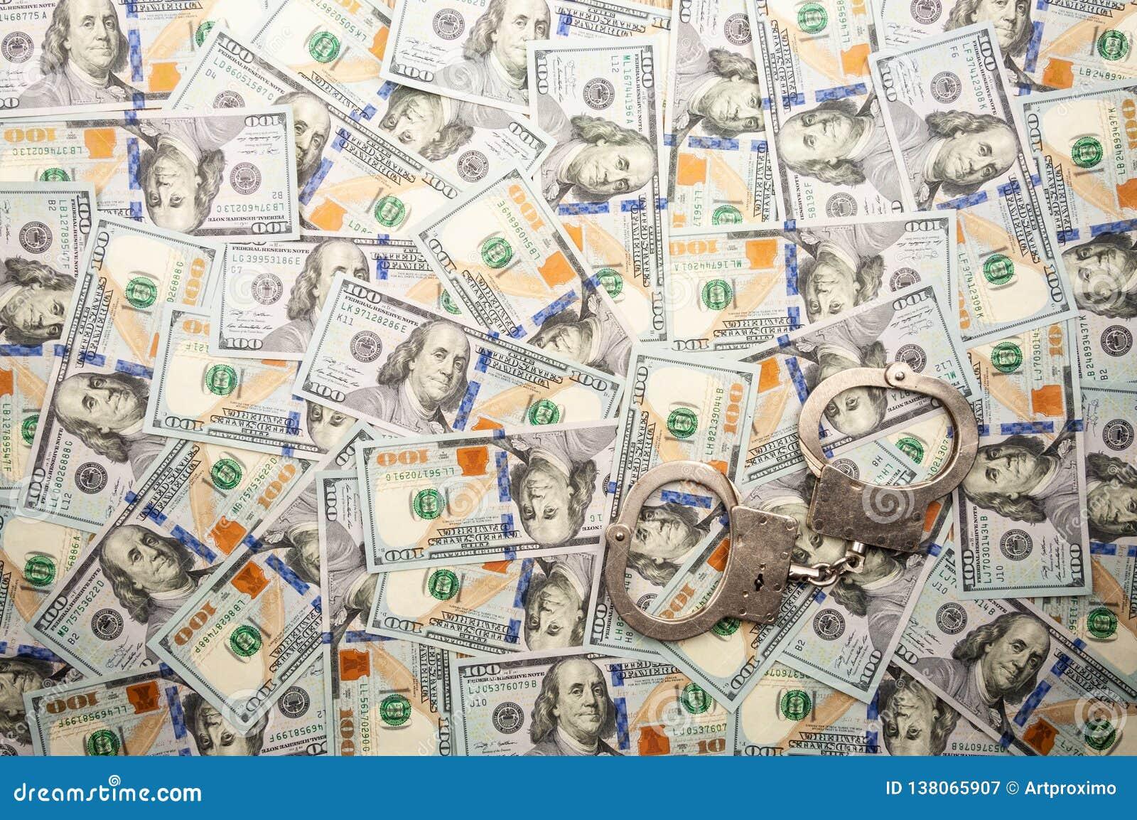 Manette che si trovano sul fondo delle banconote dei dollari Vista superiore