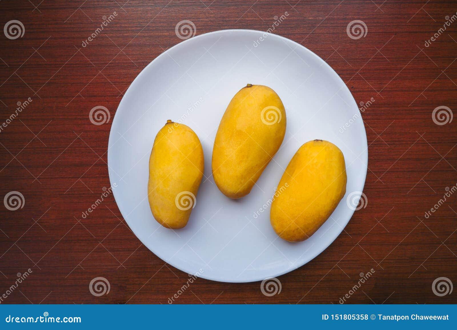 Manga três amarela que serviu na placa