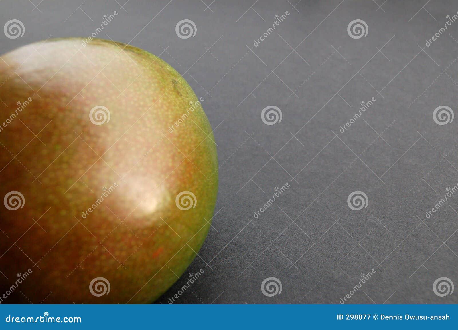 Mango op zwarte oppervlakte