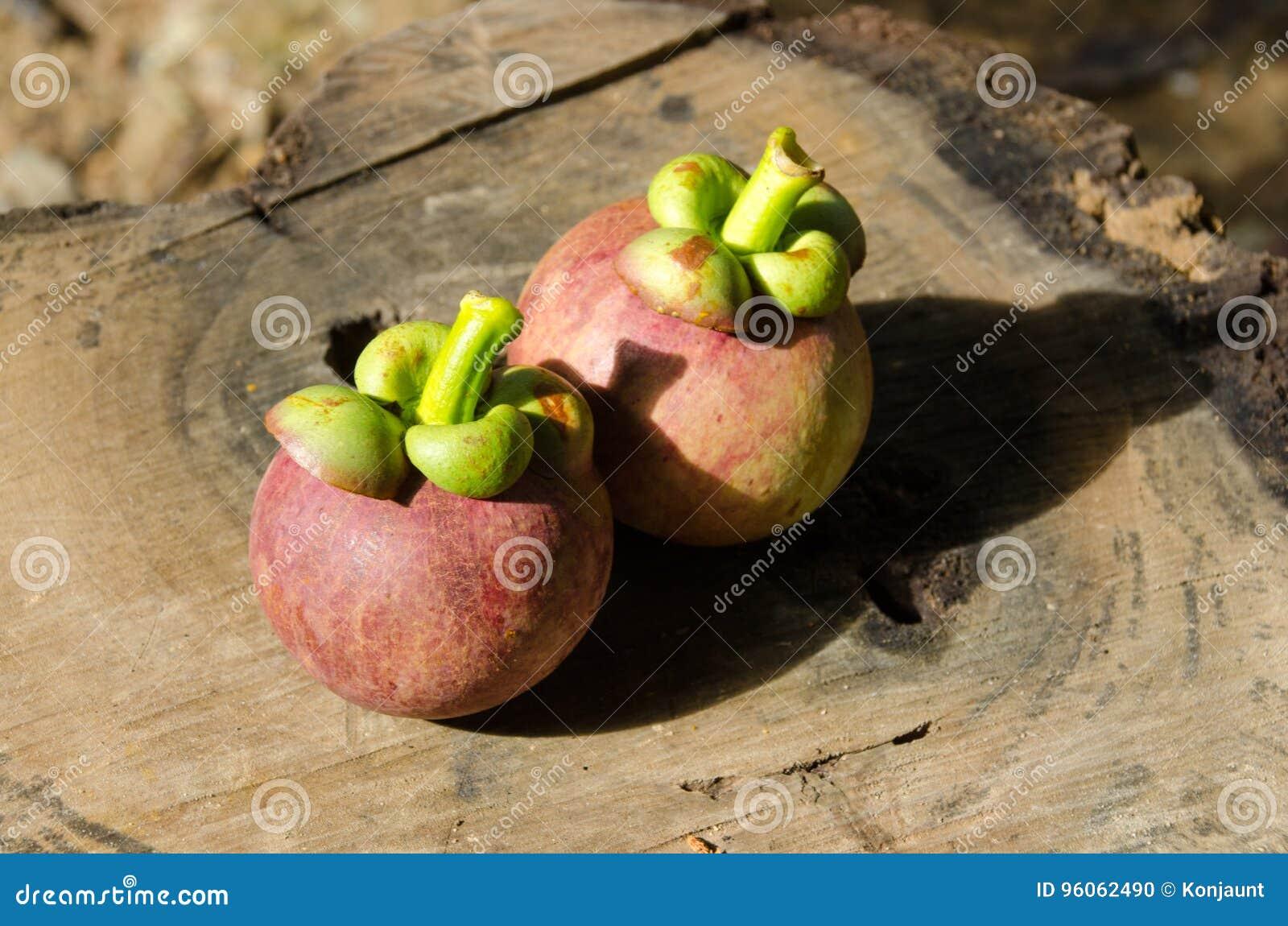 Mangoustan la reine des friuts, arran délicieux de fruit de mangoustan
