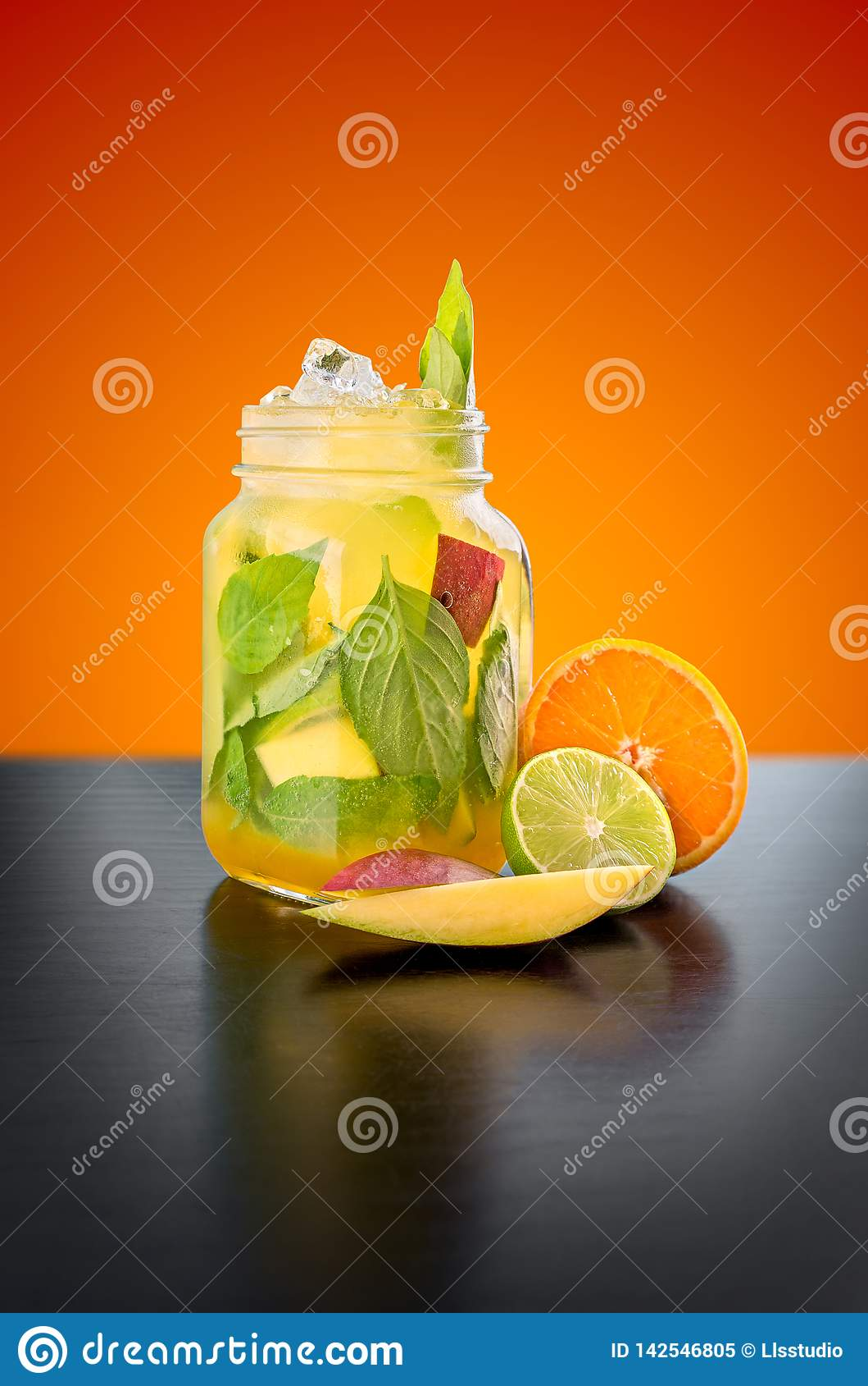 Mangue et Basil Lemonade faits maison