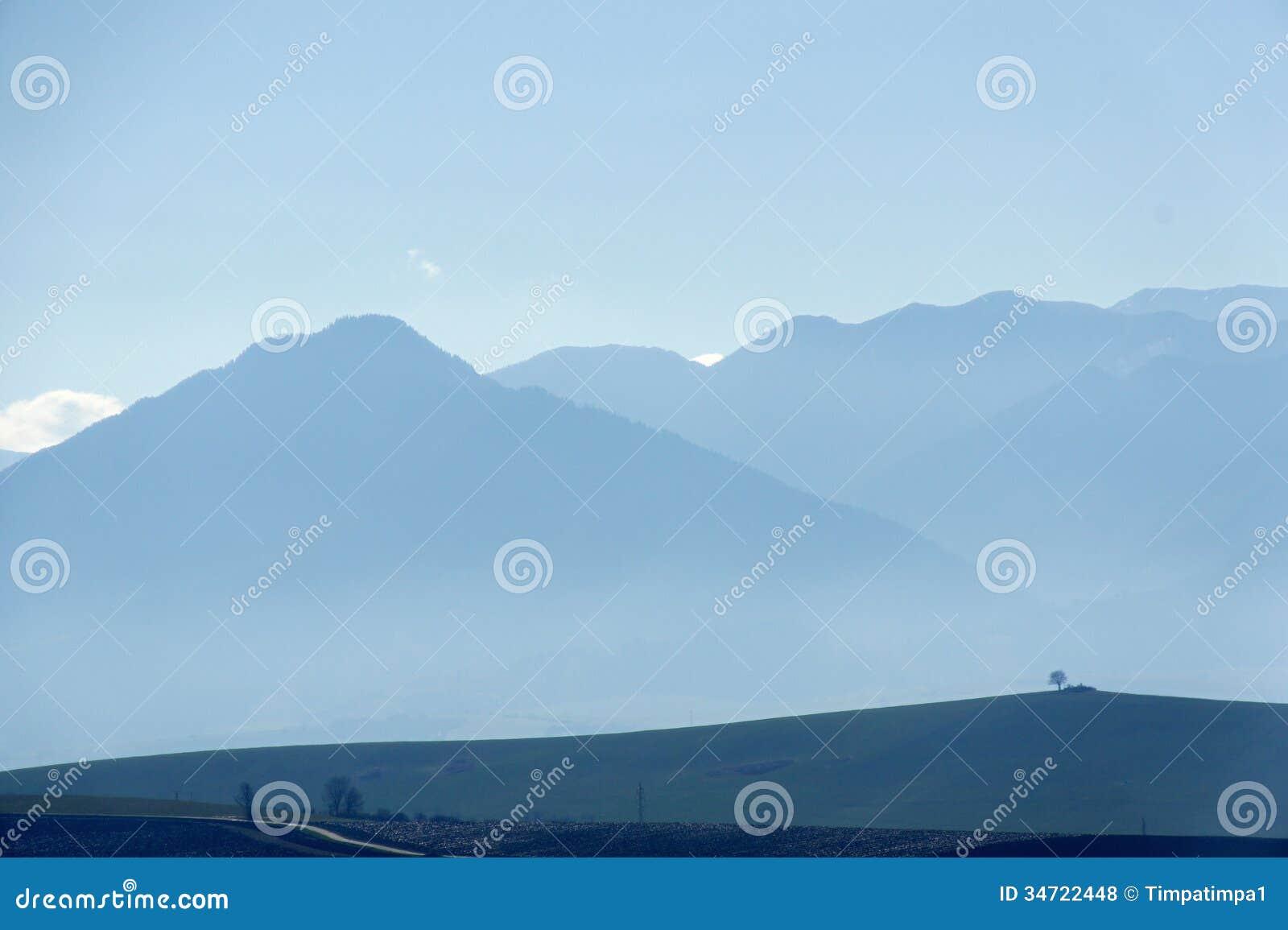 Manhã em montanhas de Rohá?e, Liptov