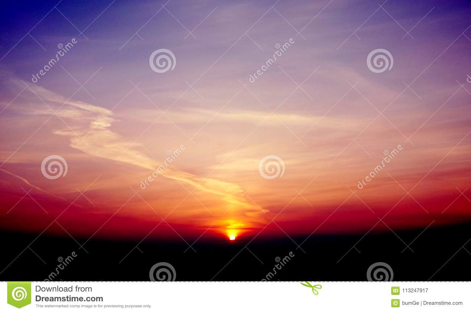 Manhã violeta do por do sol