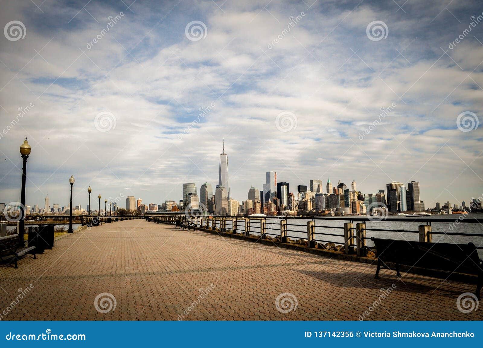 Manhattan-Skyline von New-Jersey Stadt, USA
