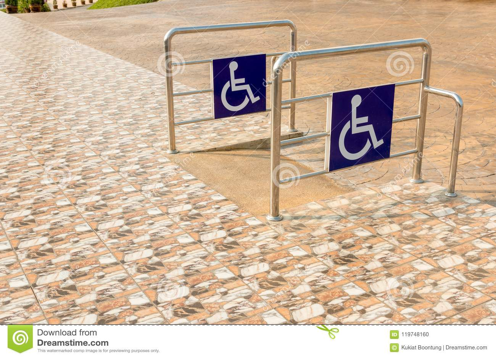 Manière de pente de rampe de fauteuil roulant pour l handicap