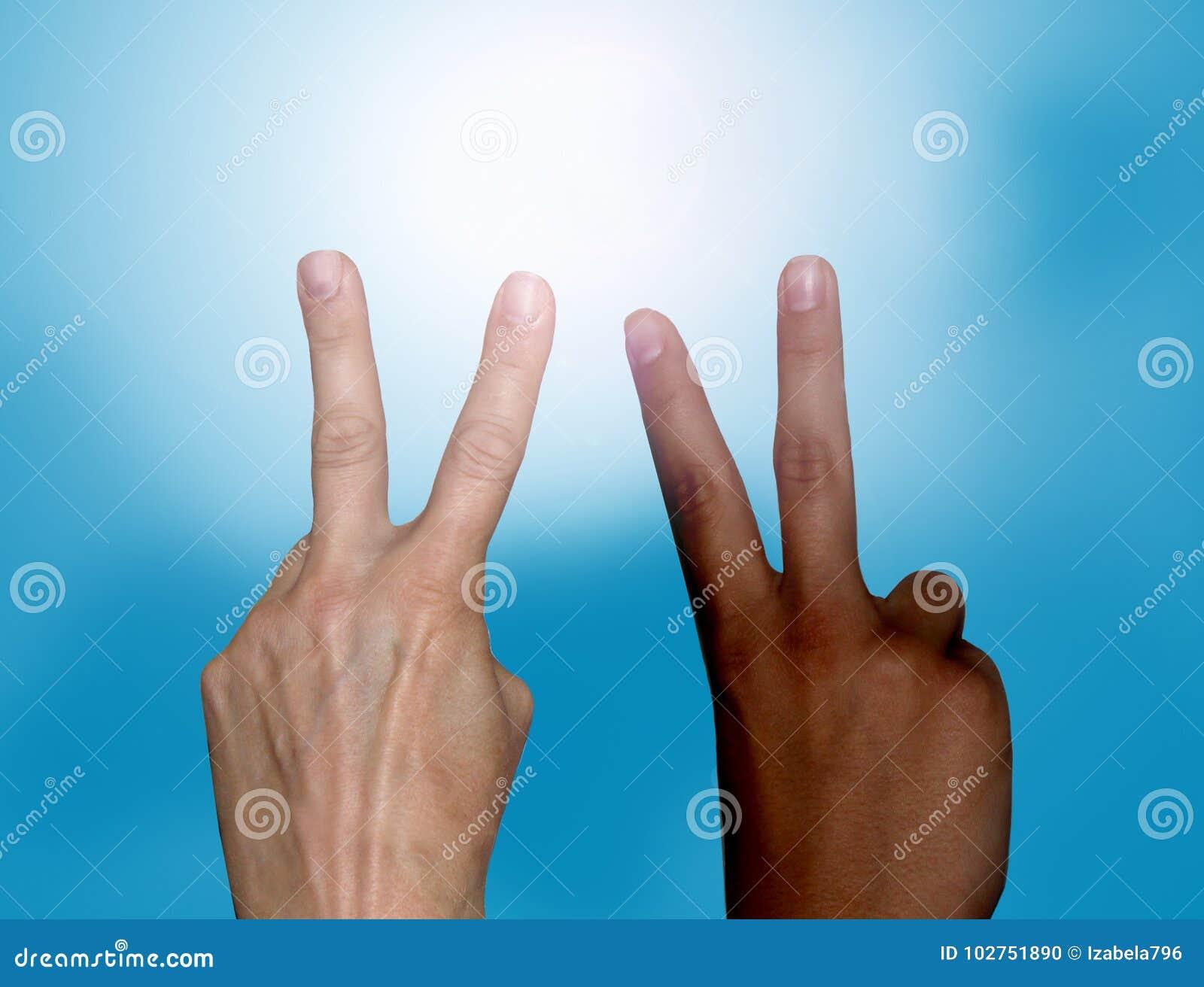 Pace Bianco E Nero mani in bianco e nero che fanno il segno di pace fotografia