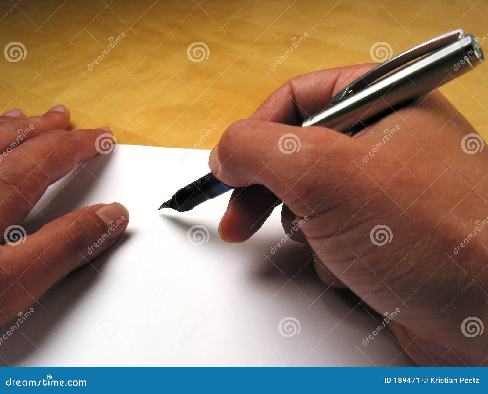 Mani che cominciano a scrivere