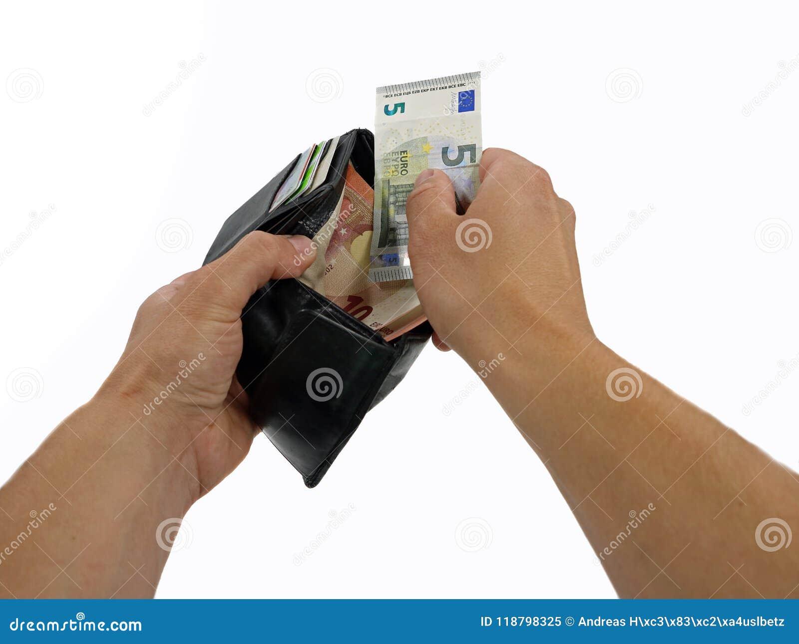 Mani che eliminano soldi dal portafoglio in un primo punto di vista della persona su fondo bianco