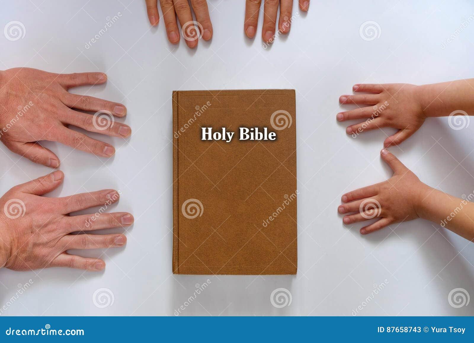 Mani della bibbia di famiglia