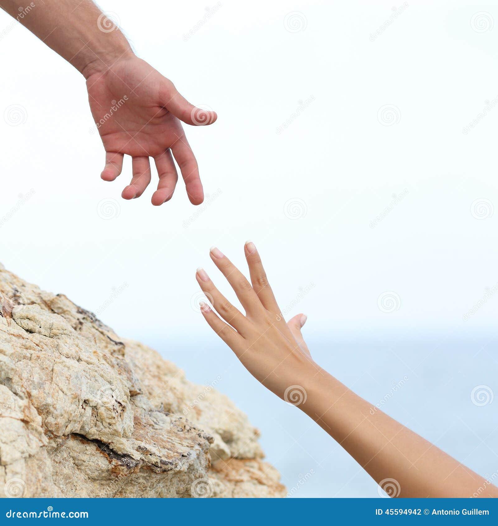 Mani della donna e dell 39 uomo che aiutano concetto for Planimetrie della caverna dell uomo