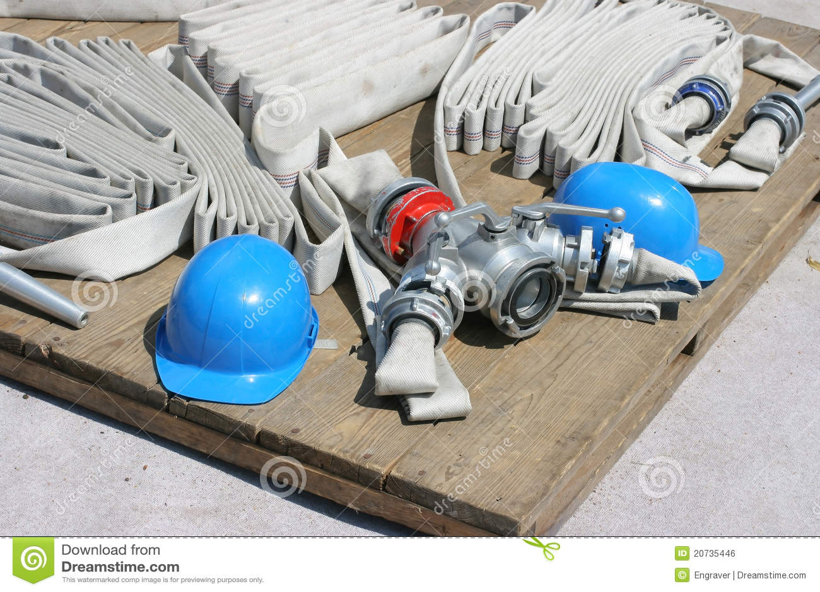 Manichette antincendio fotografia stock immagine di for Manichette per irrigazione prezzi