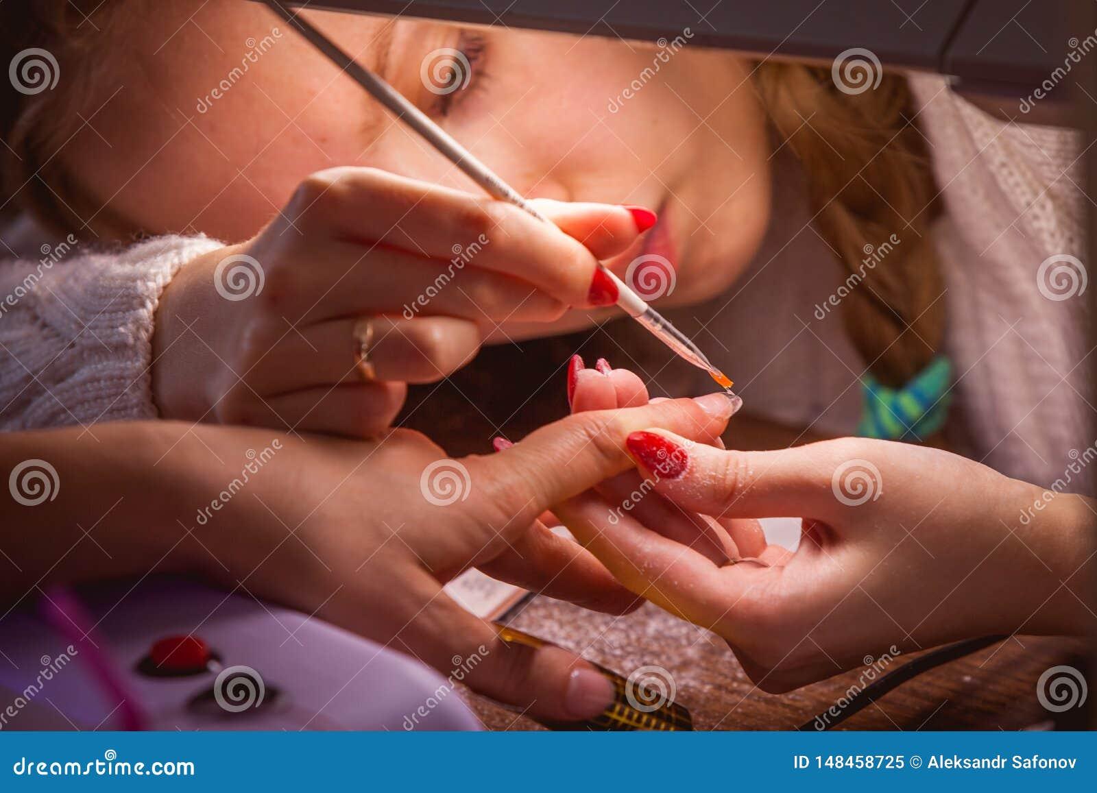 Manicure F?rlagen g?r f?r att spika f8orl?ngning
