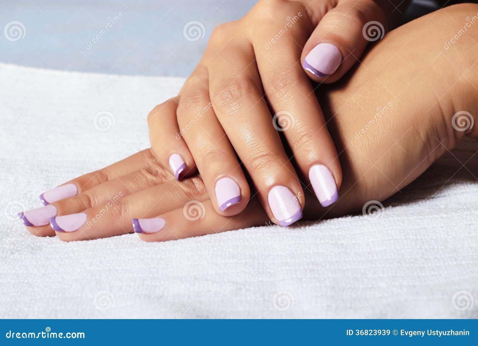Manicure.female hands.beauty salon.shellac擦亮剂