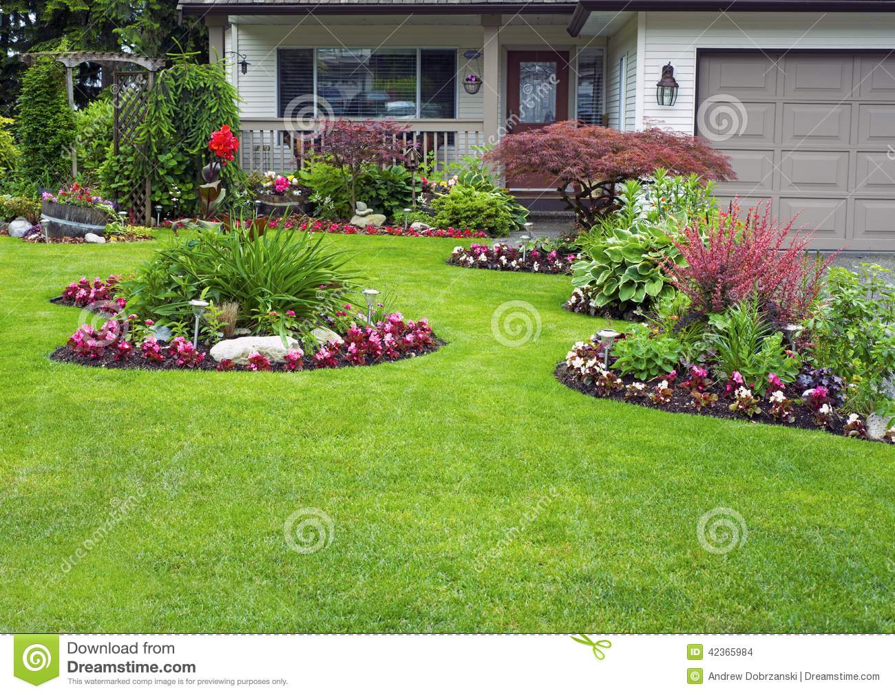 Manicured house and garden stock photo image of landscape for Jardines de casas