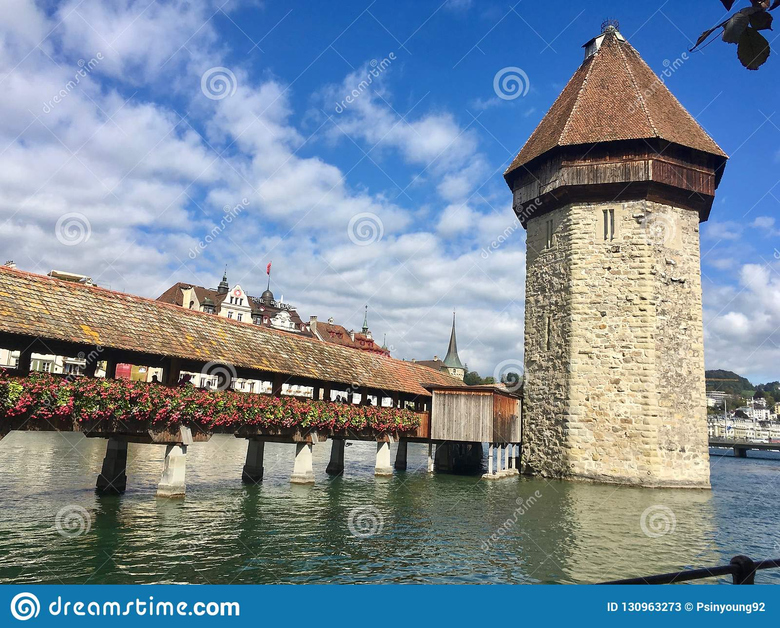 Manier aan Beroemde Toren in de Water het Lopen Reis, Luzerne, Luzern