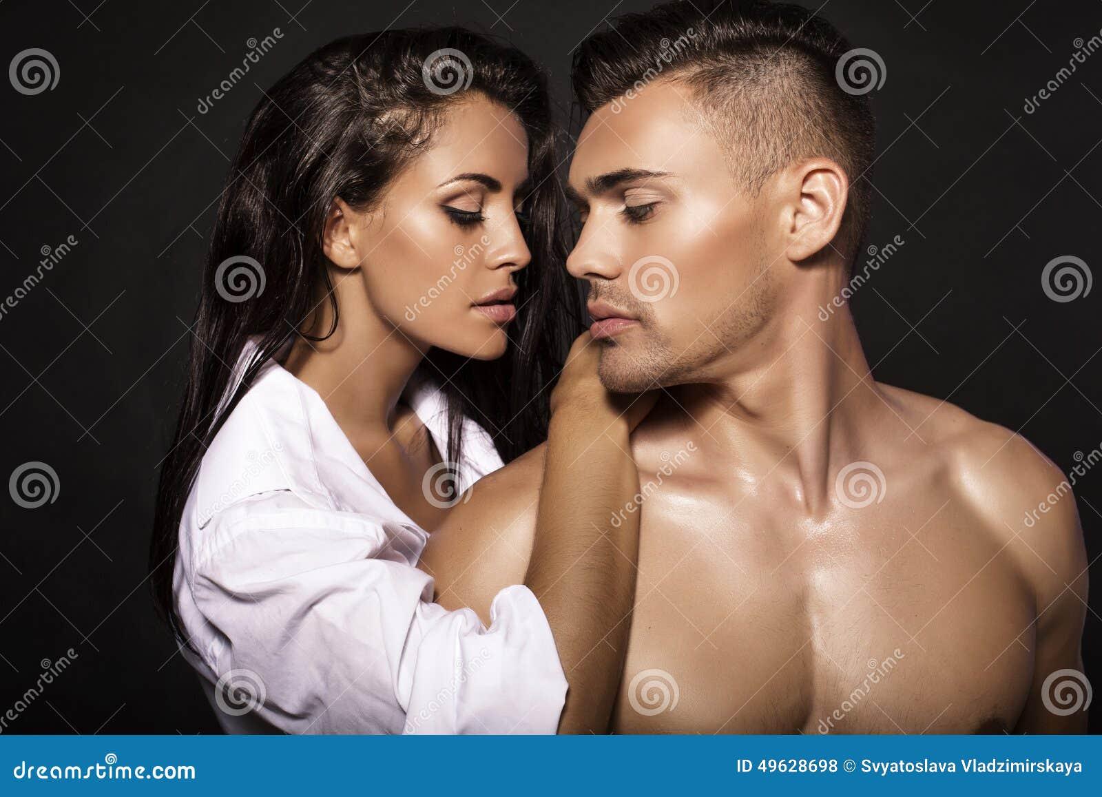 Manierfoto van sexy gloedvol paar