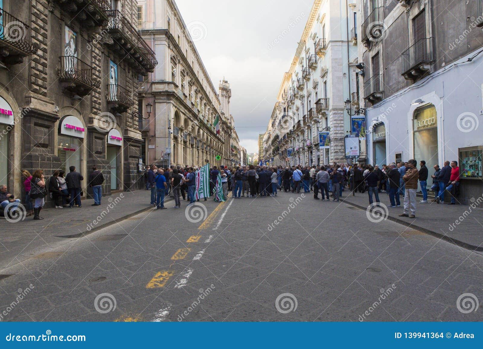 Manifestacja przeciw surowość miarom w Catania
