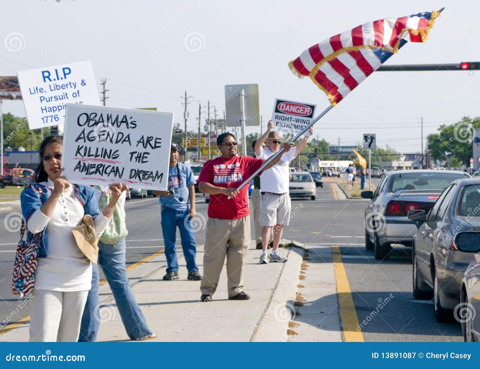 Manifestantes del partido de té
