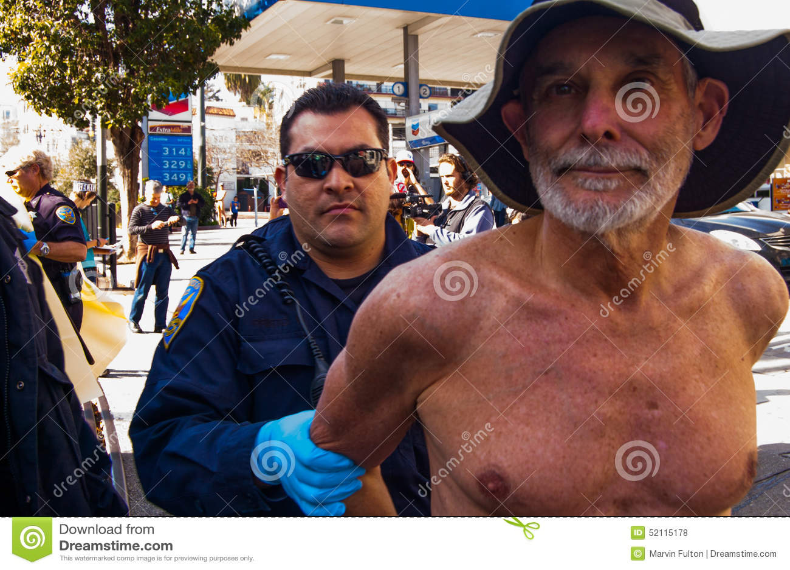 Manifestantes desnudos