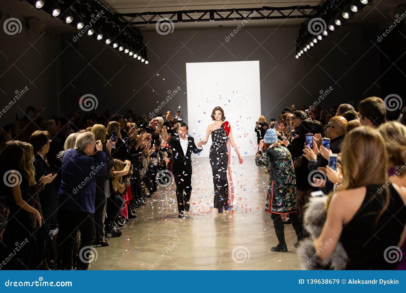 Manifestazione della pista di Zang Toi FW19 come componente là del New York Fashion Week