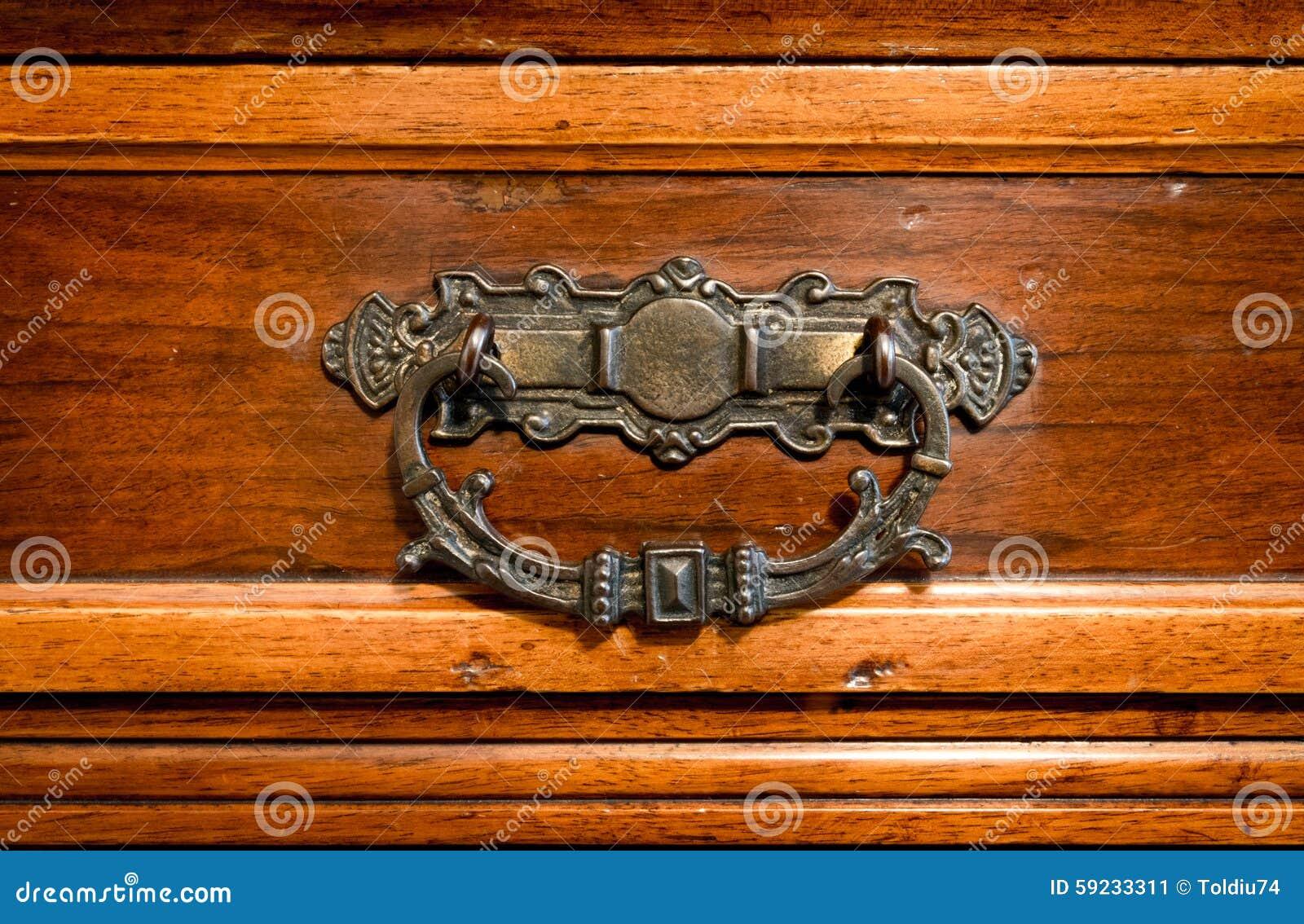 Download Manija De Cobre Amarillo Hecha A Mano De Un Cajón Antiguo Imagen de archivo - Imagen de neoclassic, envejecido: 59233311