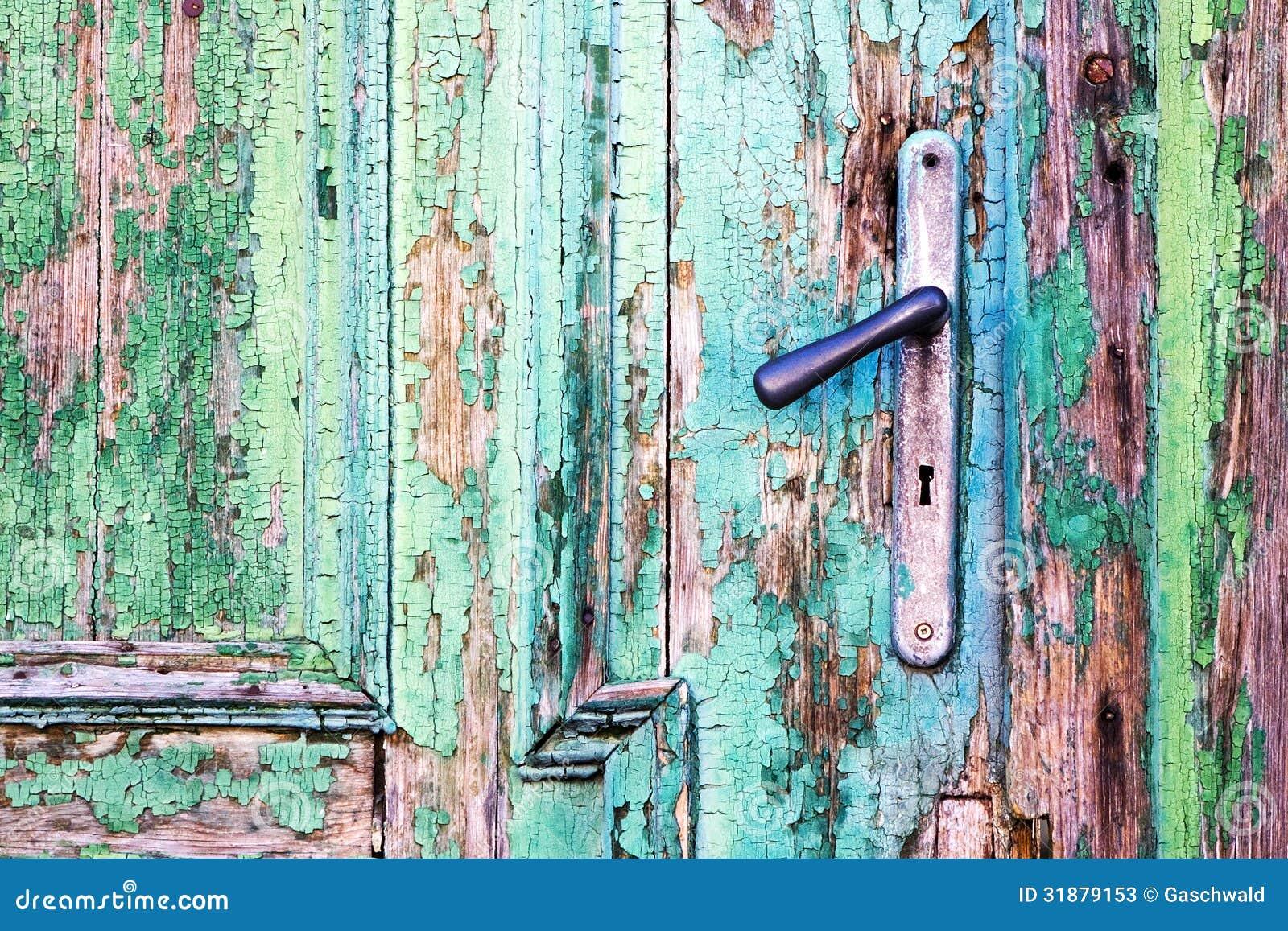 Manija en puerta de madera vieja fotos de archivo imagen for Puerta vieja madera