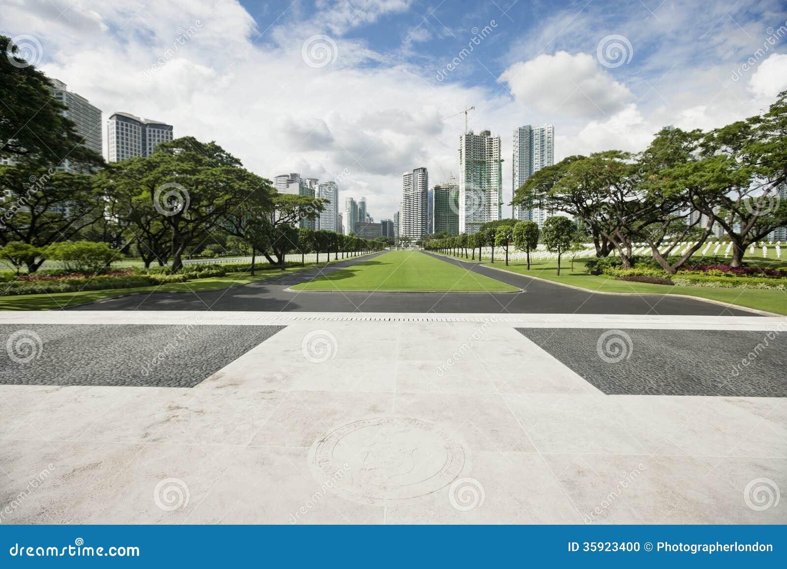 Manila amerikansk kyrkogård och minnesmärke med cityscape, Manila, Filippinerna