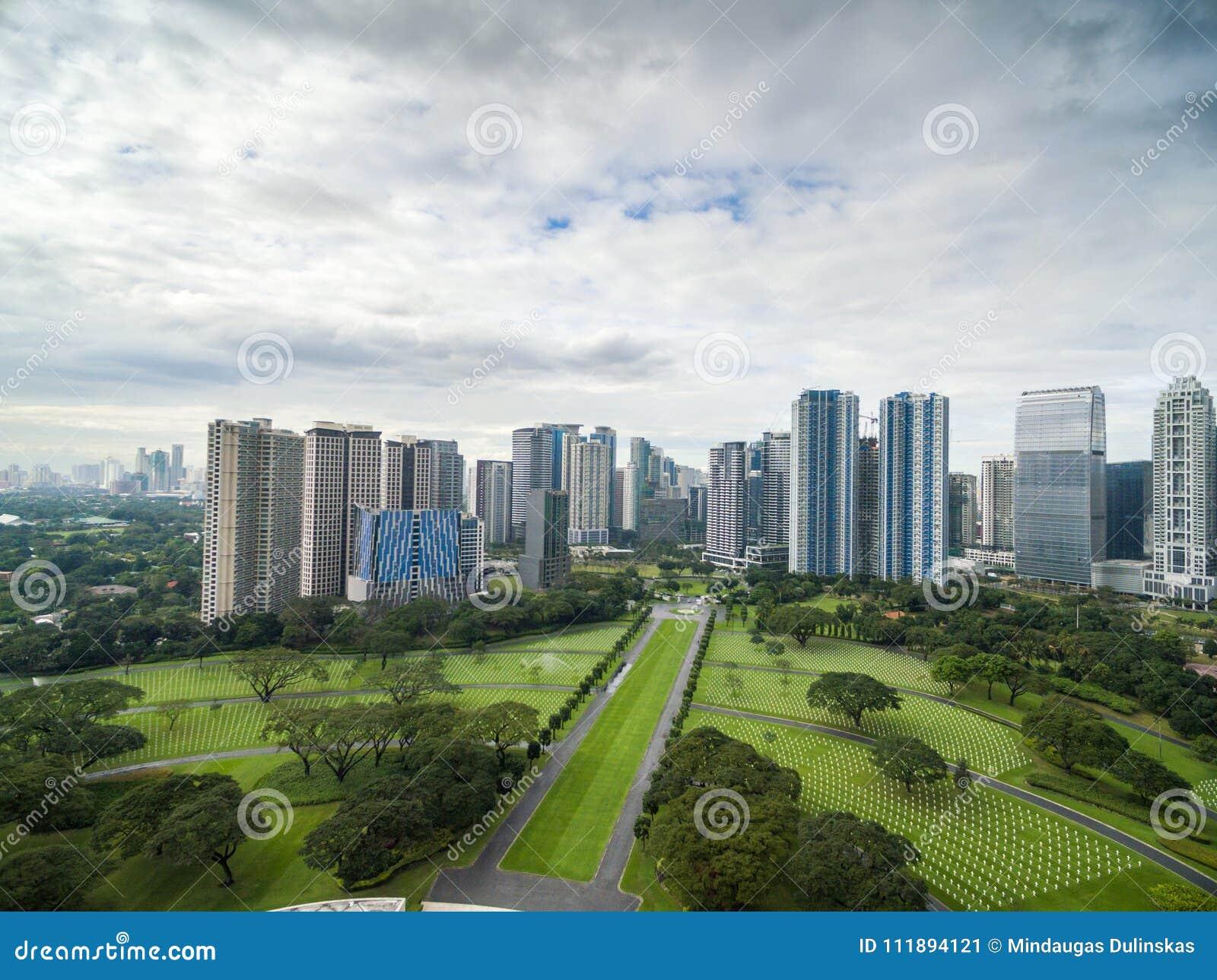 Manila den amerikanska kyrkogården och minnesmärken Lokaliserat i Fort Bonifacio, Taguig stad, tunnelbana Manila Det har det stör