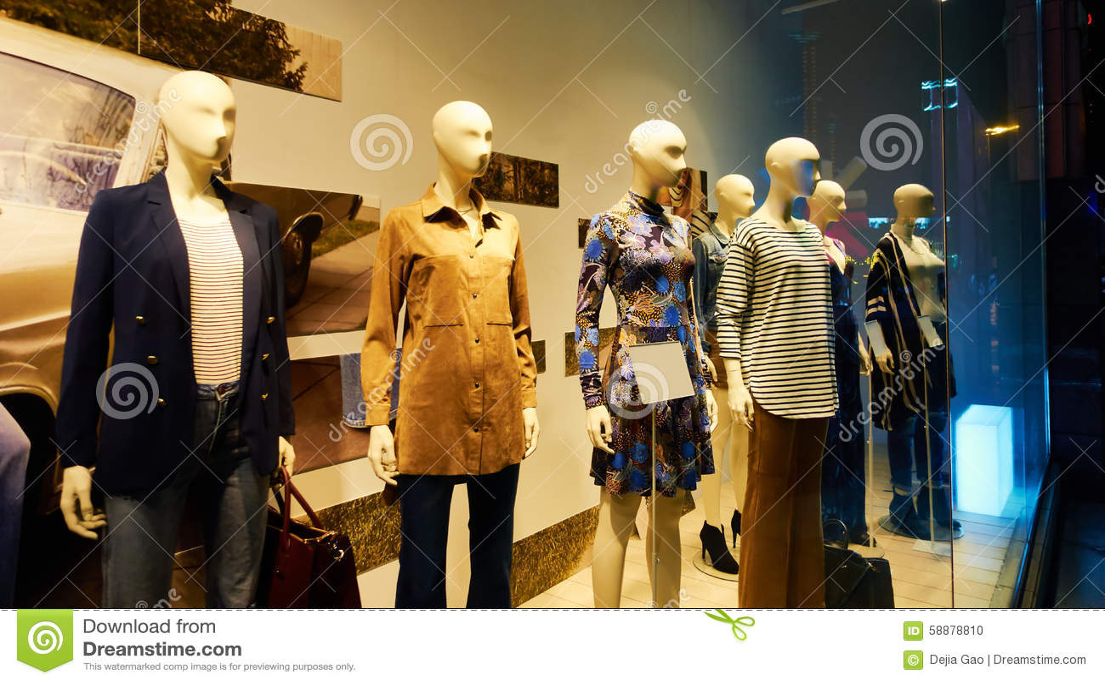 a1128af7bc5a Maniquí En Exhibición De La Tienda De La Ventana De La Tienda De La ...