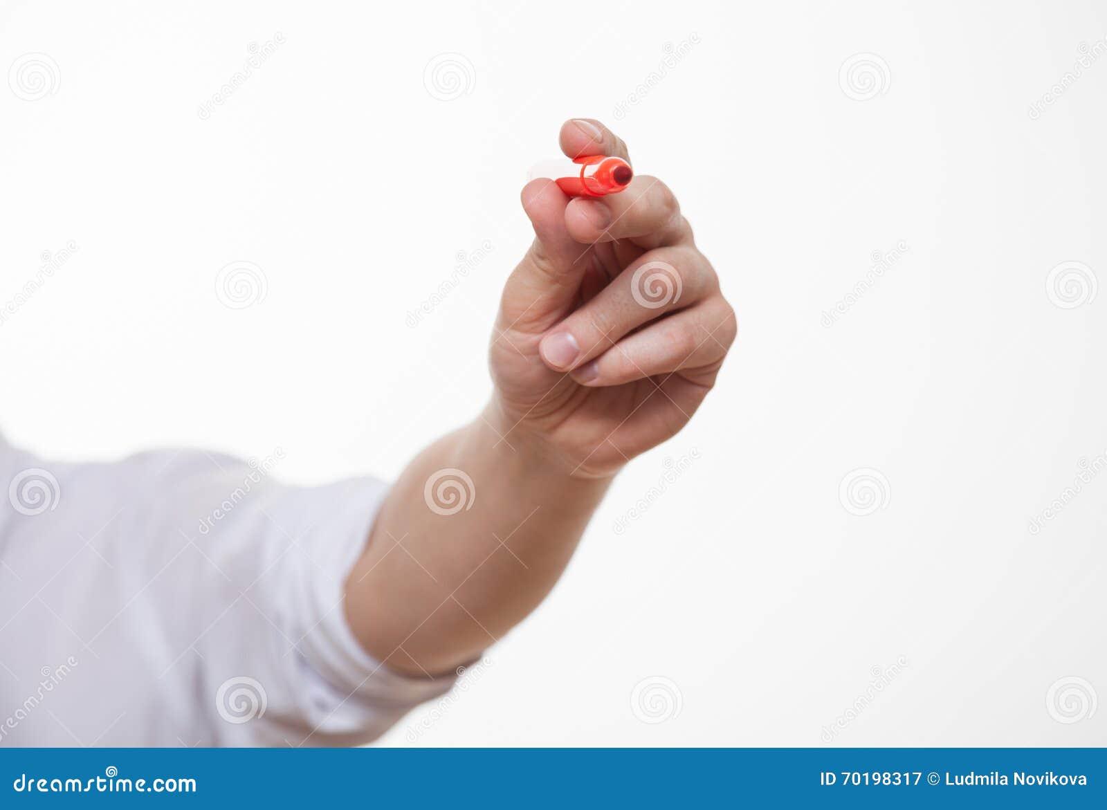 Manlig hand som rymmer en markör