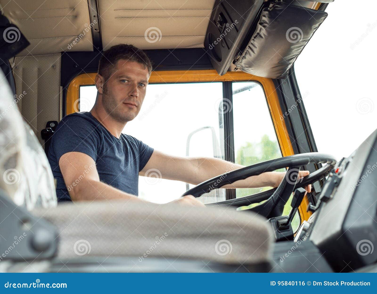 Manlig lastbilsförare