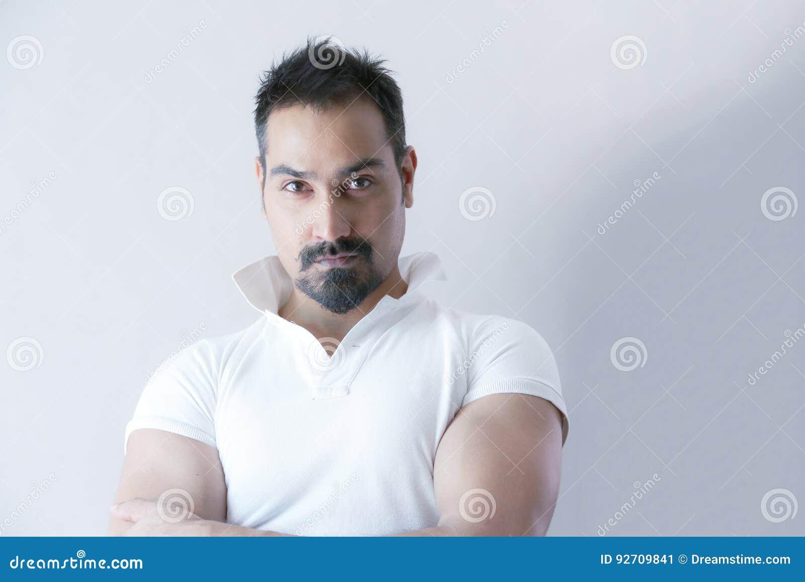 Manligt skägg för kort hår för modell