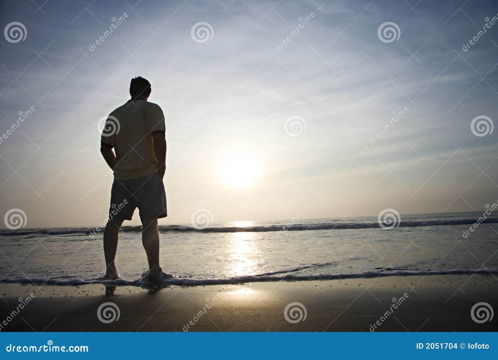 mann alleine auf strand stockfoto bild von schattenbild 2051704. Black Bedroom Furniture Sets. Home Design Ideas
