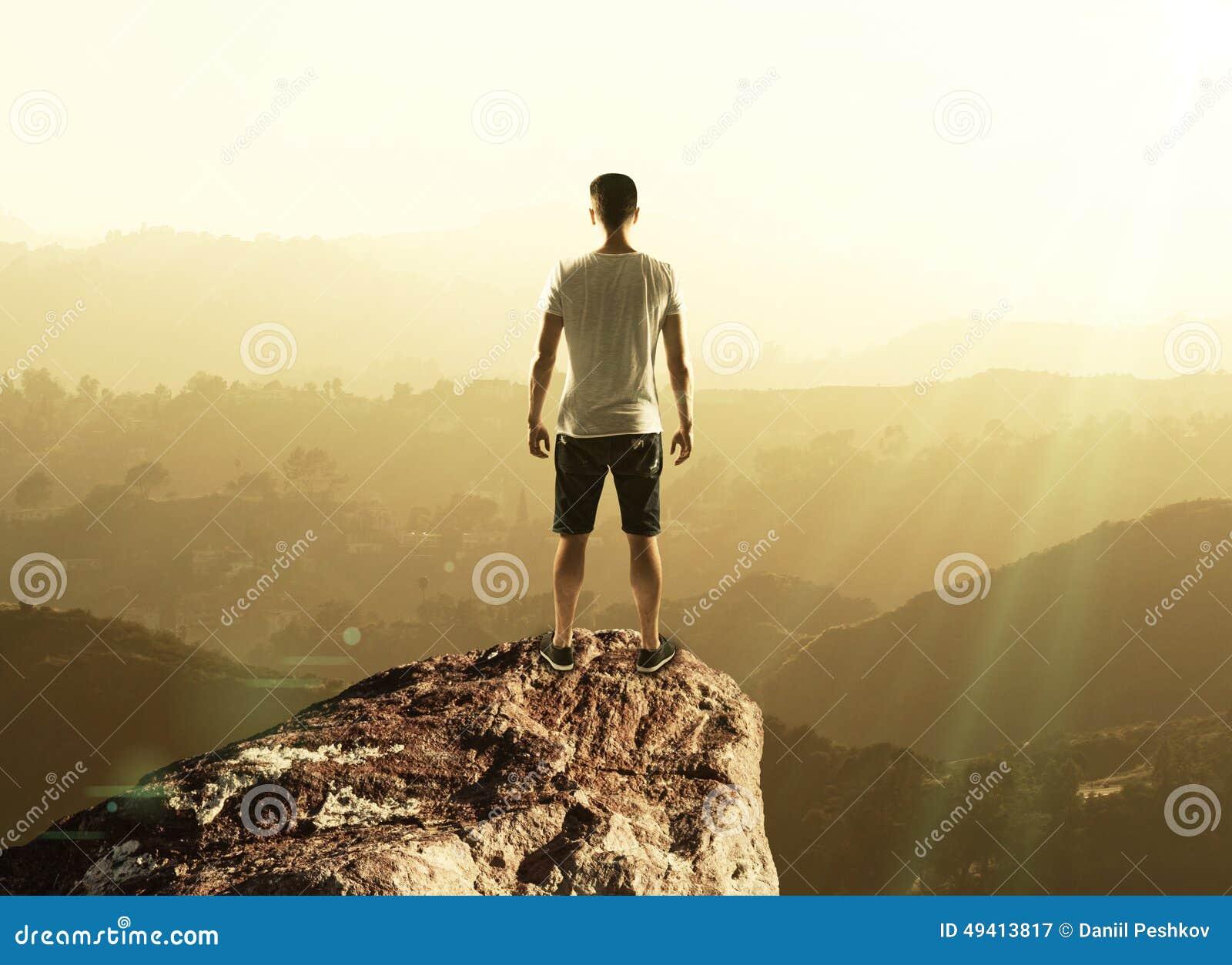 Download Mann auf die Oberseite stockbild. Bild von mann, hoch - 49413817