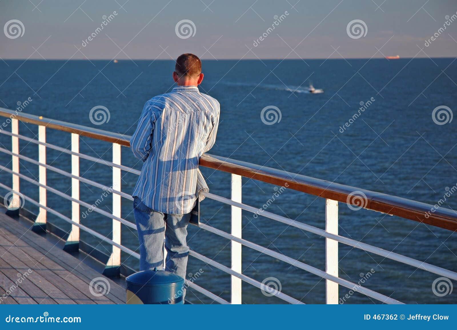 Mann auf einem Reiseflug