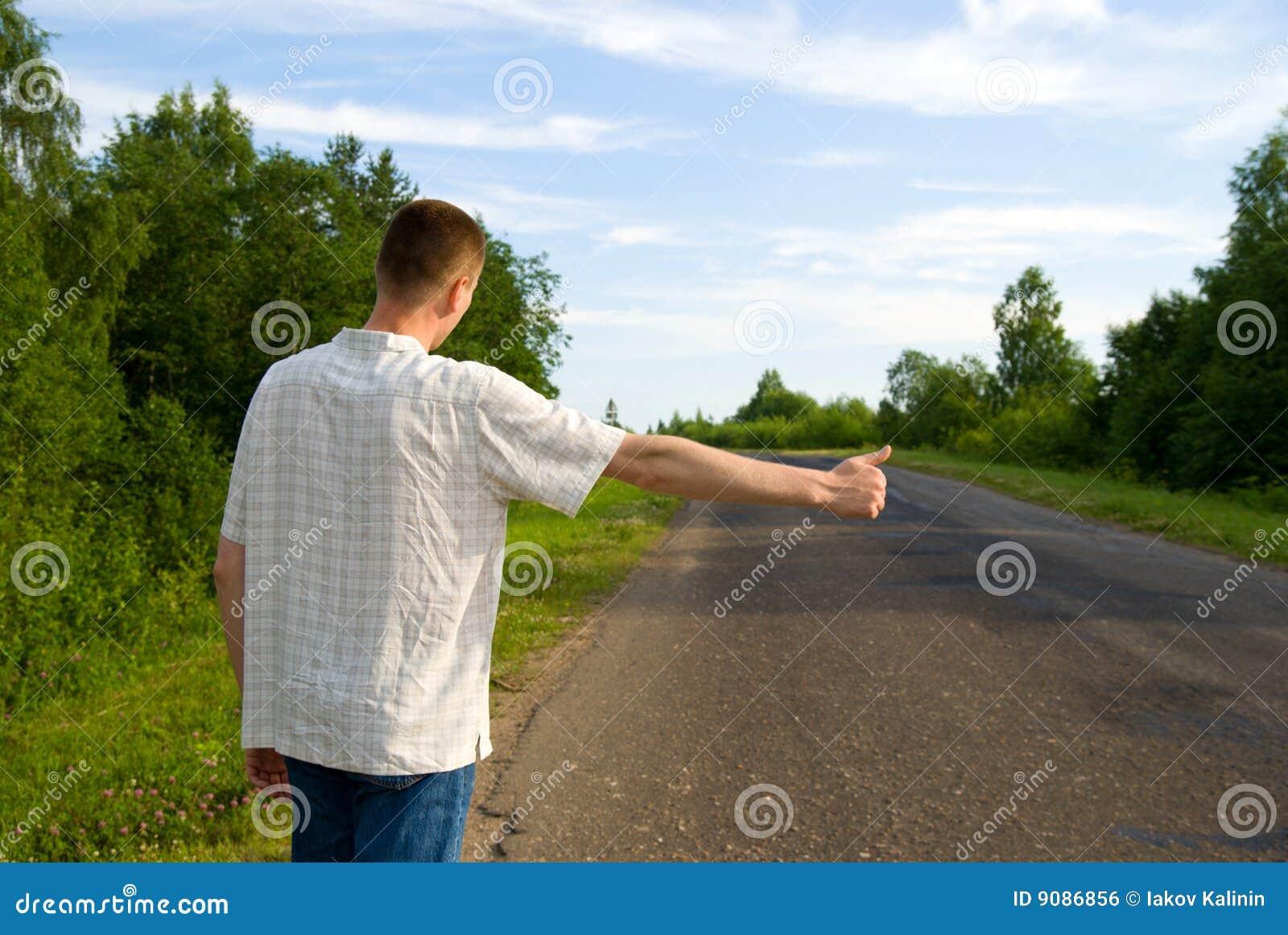 Mann, der Auto stoppt