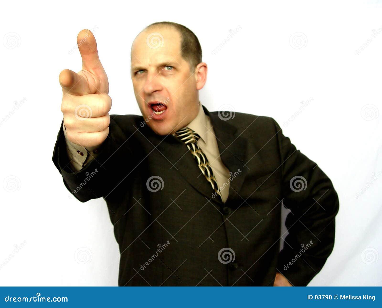 Mann, der den Finger zeigt